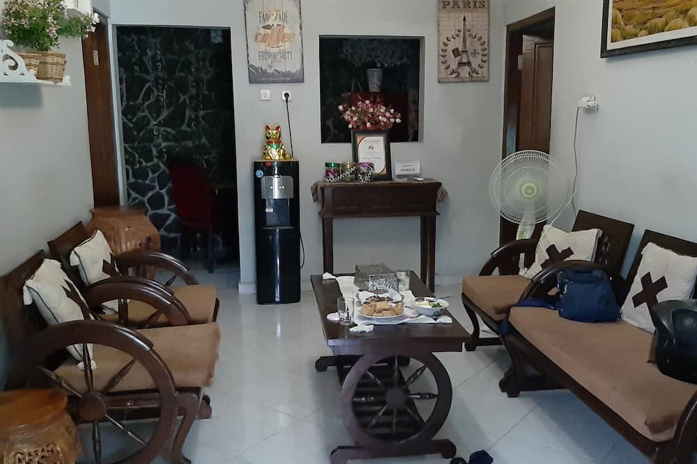 Deluxe Double Room (Private Bathroom) - Living Room