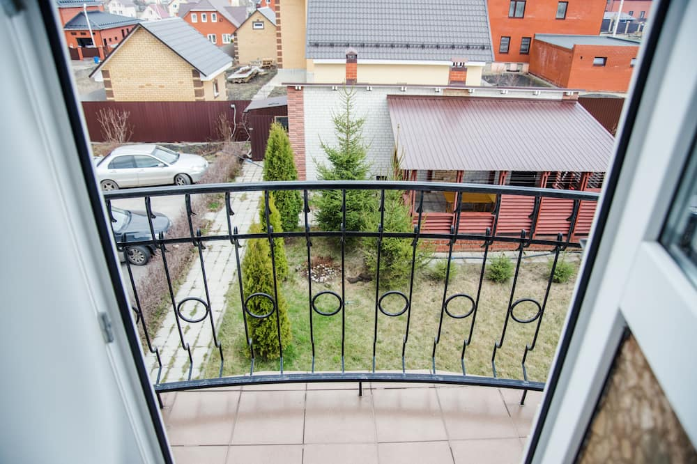Poslovna četverokrevetna soba - Pogled s balkona