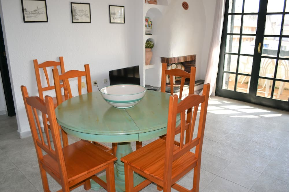 Standard Apartment (2 Bedrooms) - Living Room