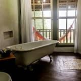 Suite (Com Banheira Vitoriana) - Bathroom