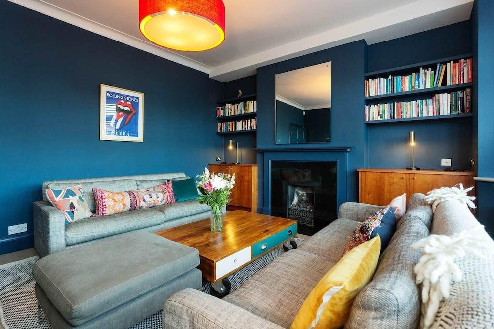 Dom (4 Bedrooms) - Obývačka