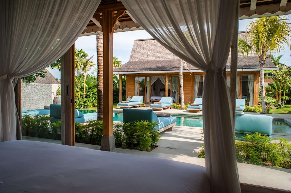 Luxury 4 Bedroom Villa With Private Pool, Bali Villa 2006