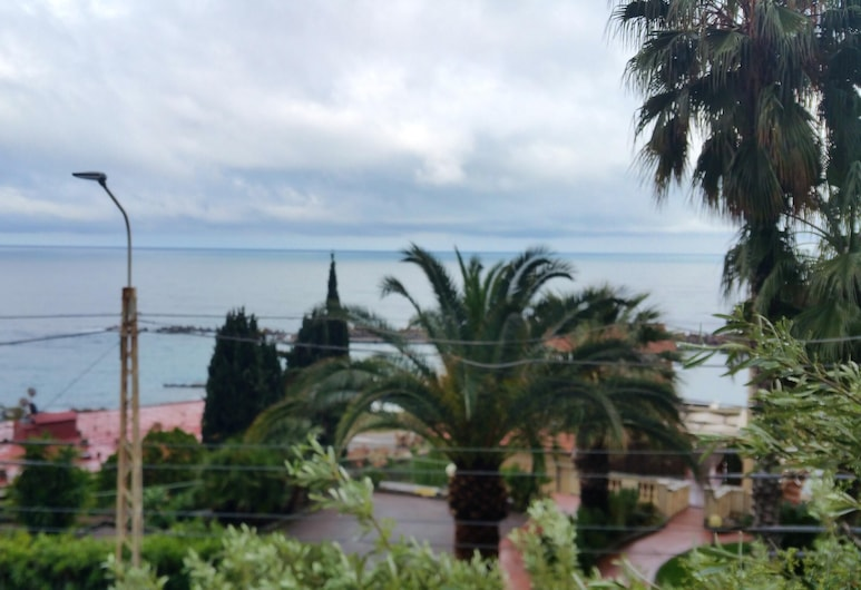 Apartment With 2 Bedrooms in Ospedaletti, With Enclosed Garden - 200 m From the Beach, 奥斯佩达莱蒂, 沙滩/海景