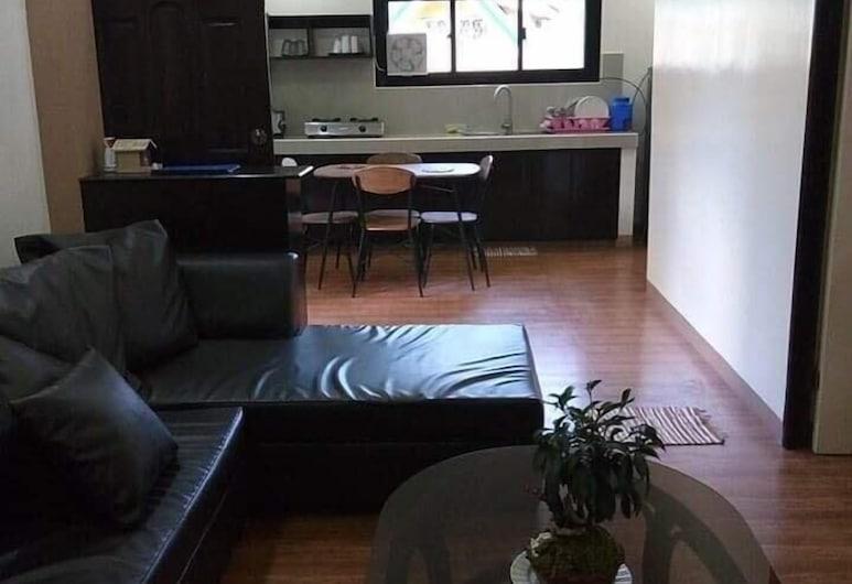 ナナイ マリーナズ トランジェント ハウス, Baguio, アパートメント 2 ベッドルーム, リビング エリア