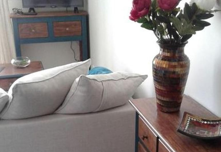 Apartment With one Bedroom in Aigues-mortes, With Wonderful City View and Furnished Terrace, Aigues-Mortes, Living Room