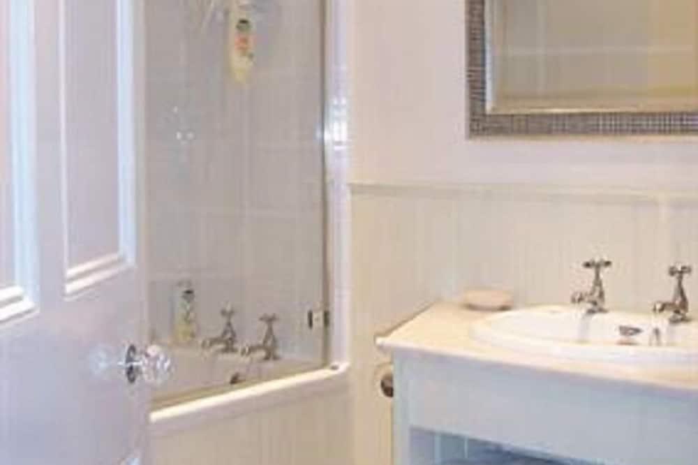 Double Room (Courtyard Room 4) - Bathroom