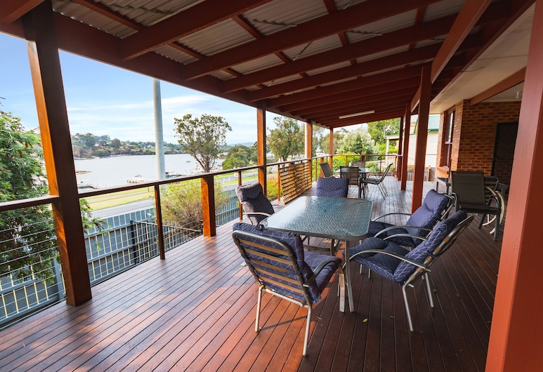 Bruces Waterside Units, Mallacoota, Family Apartment, 2 Bedrooms, Balcony, Lake View, Terrace/Patio