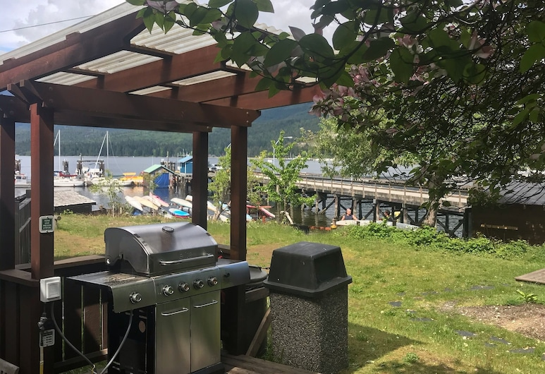 Raven Cabin on Waterfront Property of Porpoise Bay With Beach Access, เซเชลท์
