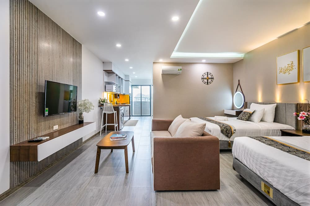 Deluxe Double or Twin Room - Living Area