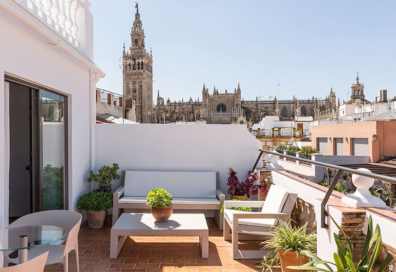 Puerta Catedral Holiday Suites, Seville