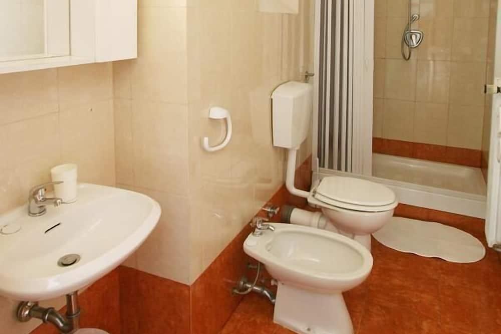 Familienzimmer, 2Schlafzimmer, mit Bad - Badezimmer