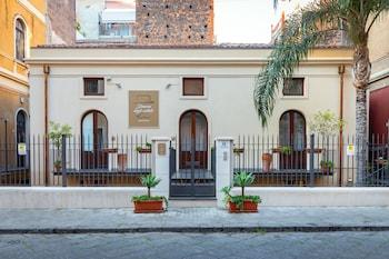 Picture of Dimora degli Artisti Apartments in Catania