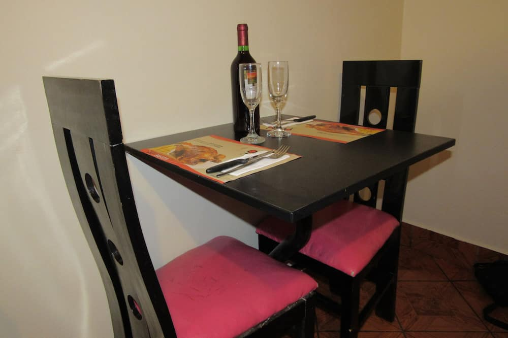 Basic Twin Room - In-Room Dining