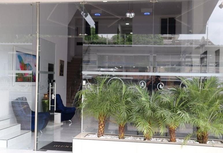 Hotel La Primera, קאלי, קבלה