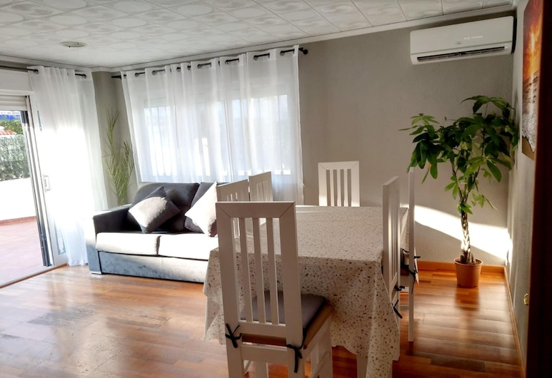 Apartment With 3 Bedrooms in Grau i Platja, With Terrace and Wifi - 400 m From the Beach, Gandia, Living Room