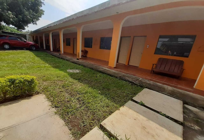 Hotel Colonial, Retalhuleu, Garden