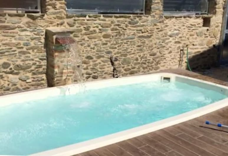 Apartment With 2 Bedrooms in Capanne-prato-cinquale, With Enclosed Garden and Wifi - 4 km From the Beach, 蒙蒂尼奧索, 游泳池