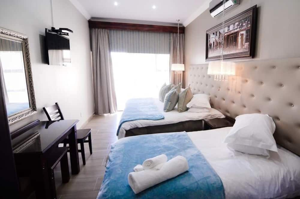 Deluxe Triple Room 6 (6) - Guest Room