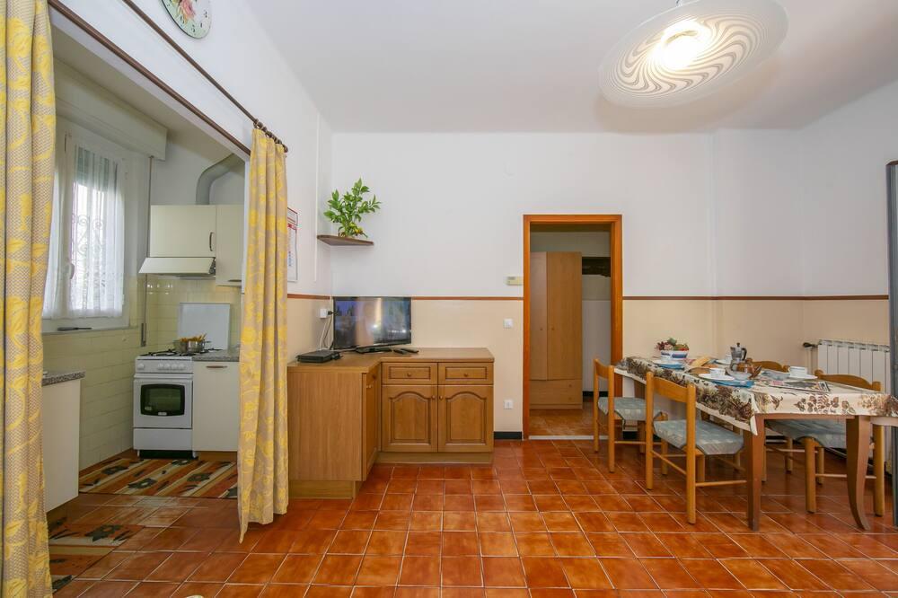Perhehuoneisto, 1 parisänky ja vuodesohva, Puutarha-alue (Villino A1) - Ruokailu omassa huoneessa