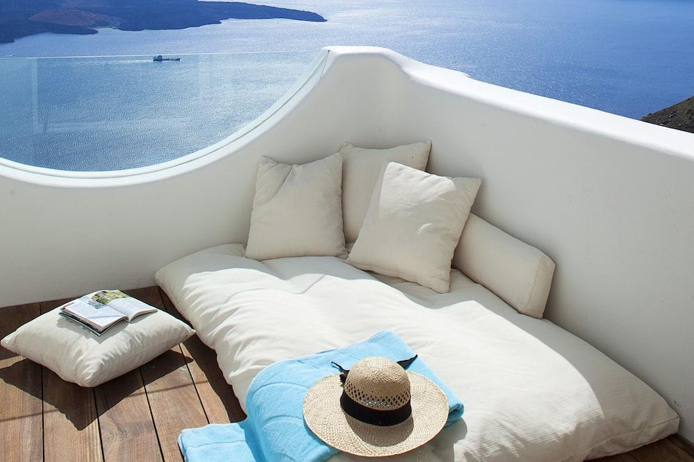 Villa Deluxe, 4 habitaciones, bañera de hidromasaje (Caldera View) - Bañera de hidromasaje privada