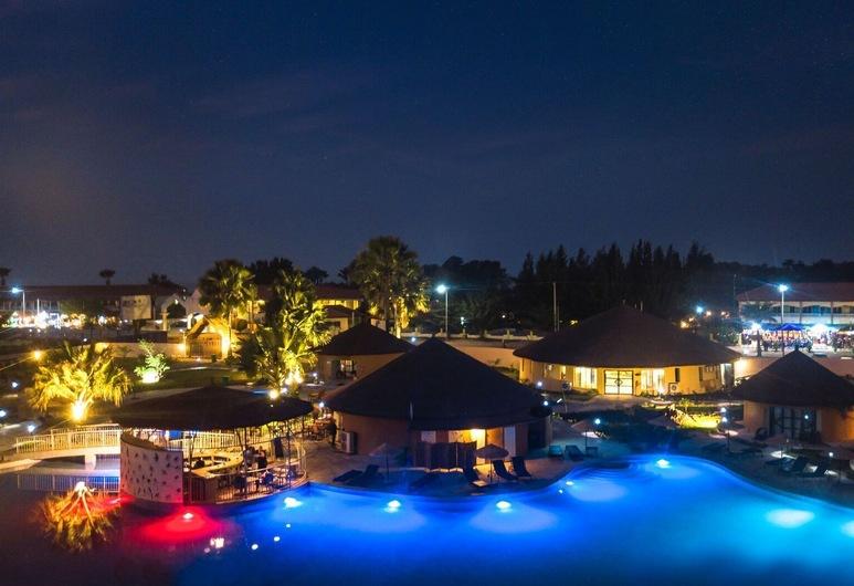 Bamboo Village Resort, Serrekunda, Hotel Front – Evening/Night