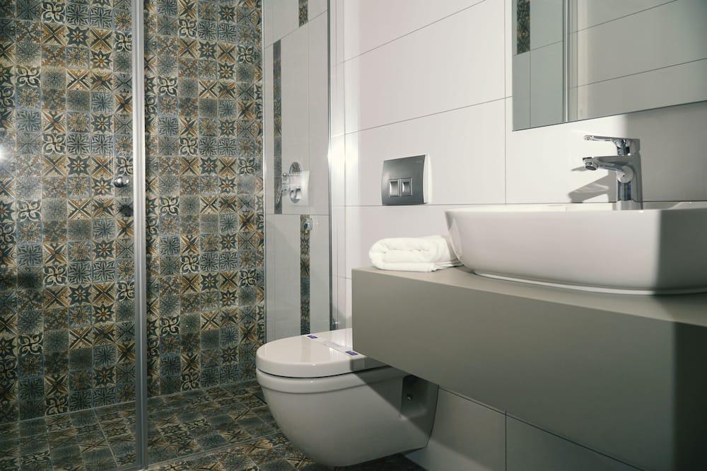 Superior Room (4 Adults) - Bathroom