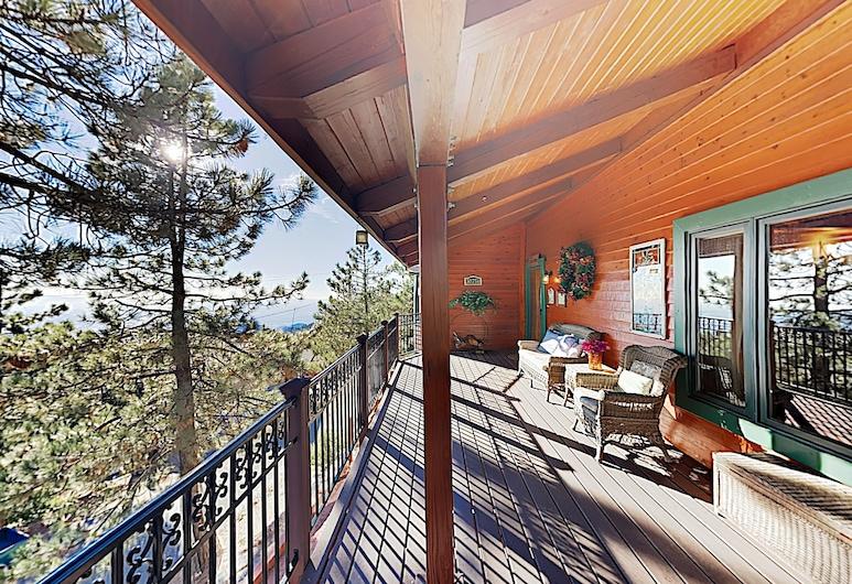Expansive Haven W/ Fireplaces & Epic Game Room 4 Bedroom Home, Раннинг Спрингс, Коттедж, 4 спальни, Балкон