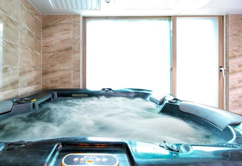 Kkoristar Pool and Spa Pension, Gapyeong, Dúplex, bañera de hidromasaje, Tina de hidromasaje