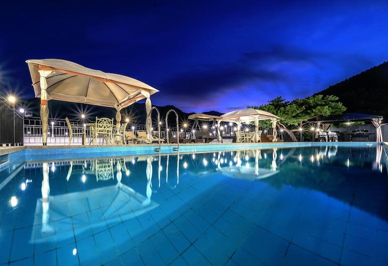 Miramonti Pool Villa Pension, Gapyeong, Udendørs pool