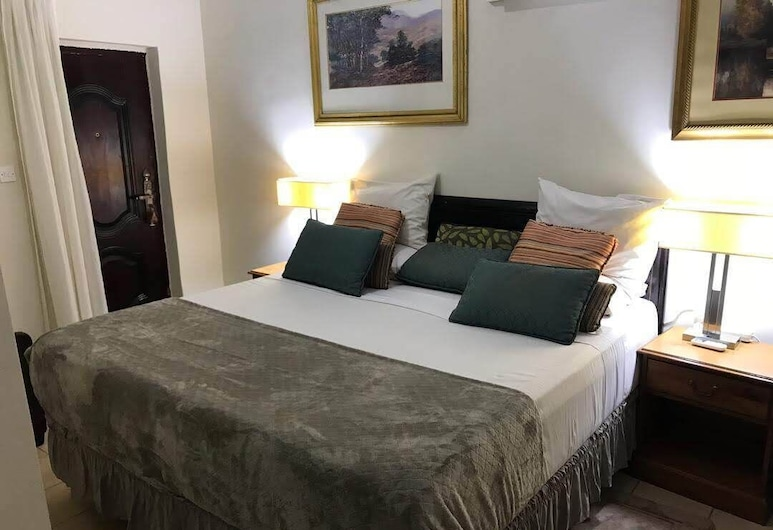 Hotel Mallika Company SL, Freetown, Deluxe Suite, Guest Room
