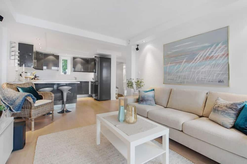 2 bedroom apartment, with terrace - Wohnzimmer