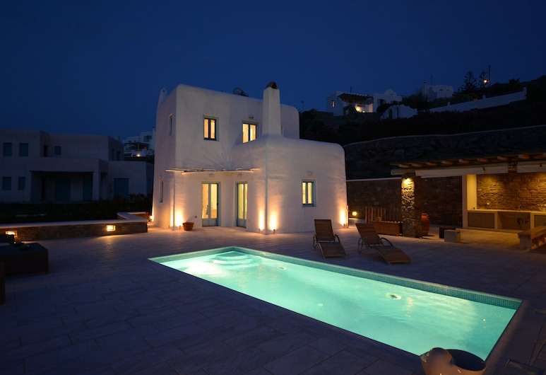 Villa Danelina next to OrnosPsarou beach, Mykonos, Front of property - evening
