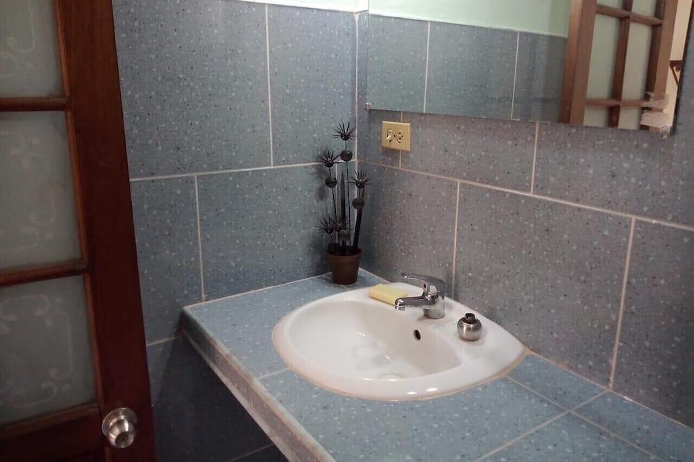 豪華三人房 - 浴室洗手盤