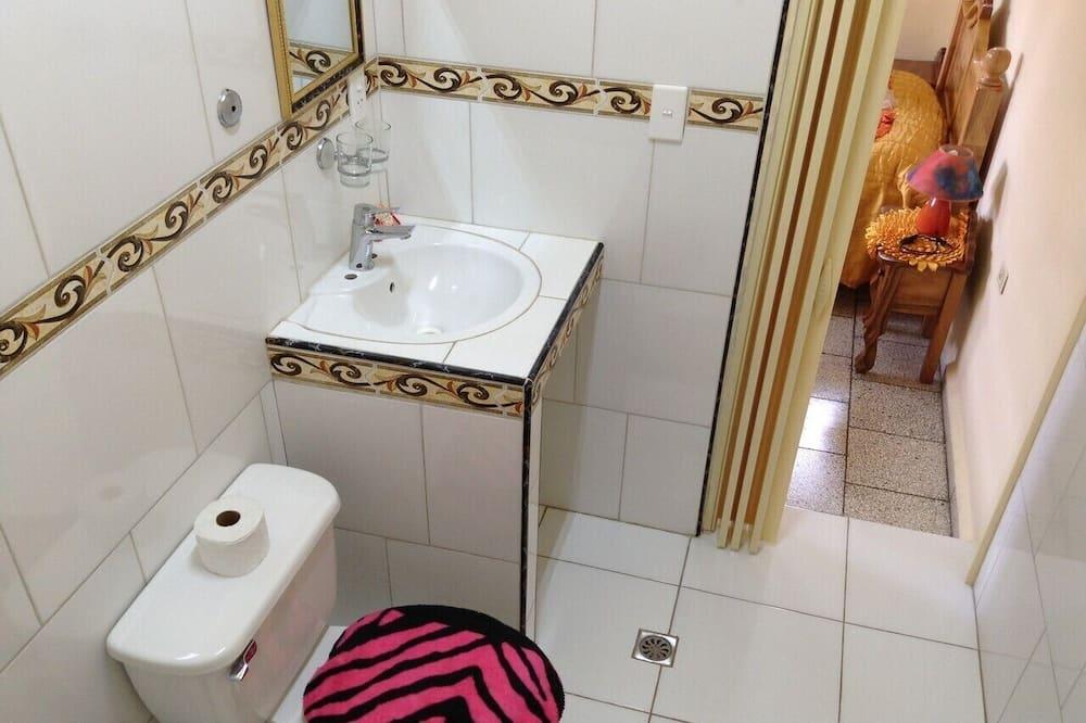 Elite Triple Room - Bathroom