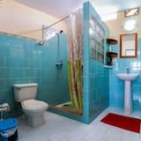 Design-Dreibettzimmer - Badezimmer