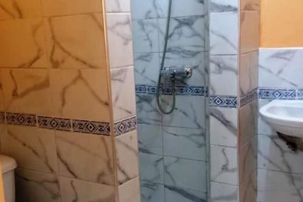 Classic Triple Room - Bathroom
