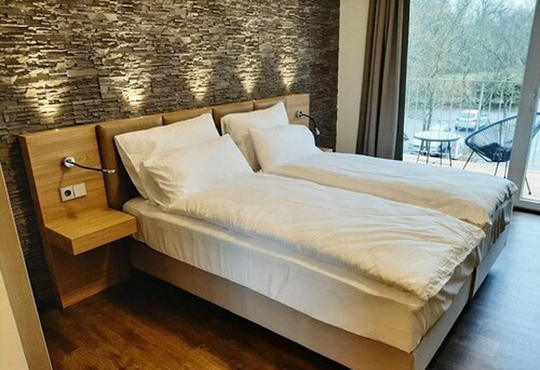 KS-Hotel, Teningen, Deluxe Double Room, Balcony, Guest Room