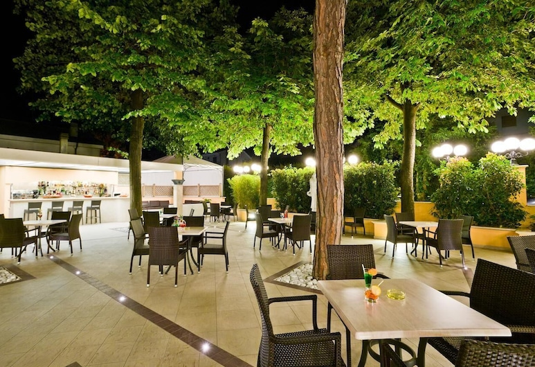 Park Hotel Belsoggiorno, Bellaria-Igea Marina, Terrasse/Patio