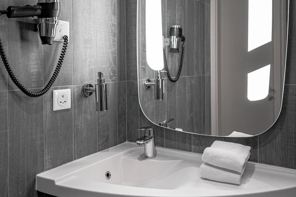 ツインルーム シングルベッド 1 台 ビュー (Skyline, High Floor) - バスルーム