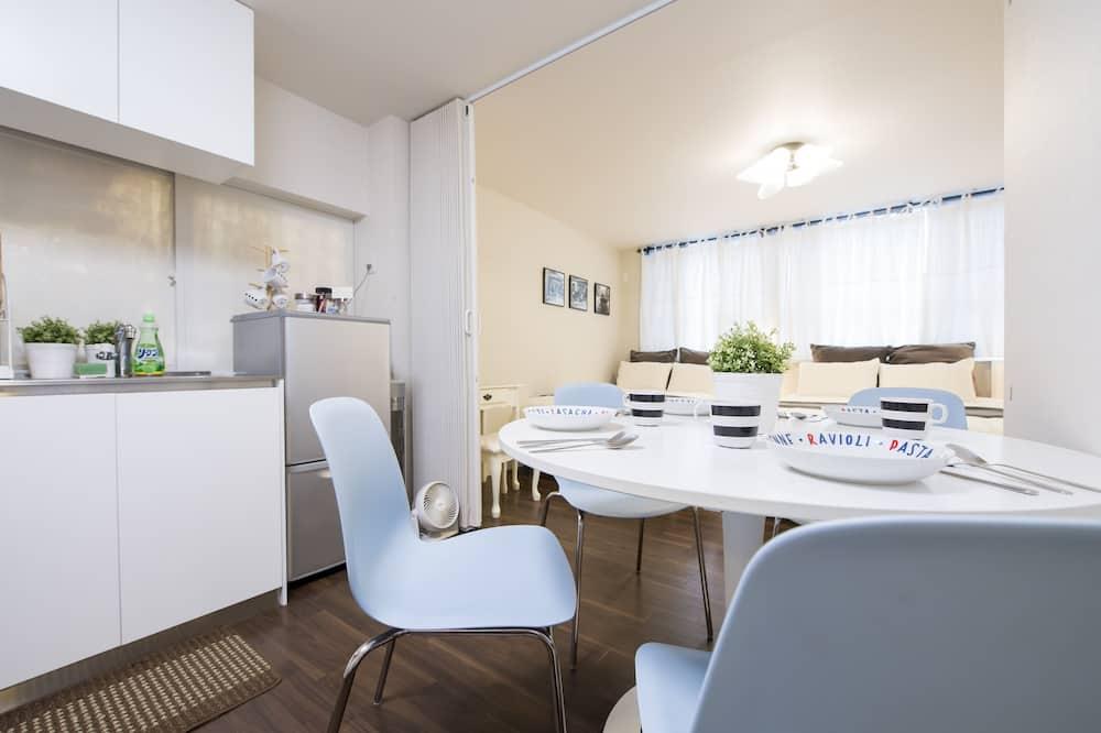 Luksus-lejlighed (2) - Spisning på værelset