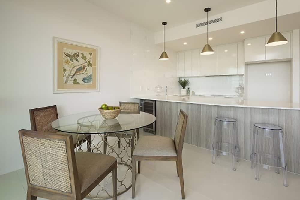 Executive-Apartment - Essbereich im Zimmer