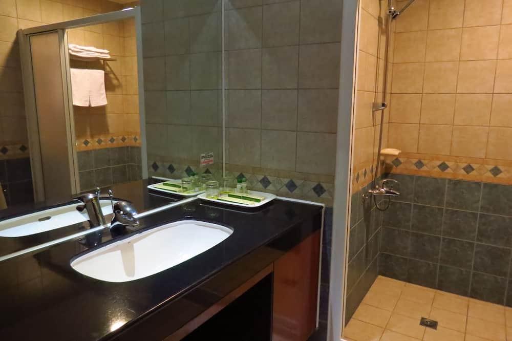Standard Double Room, 1 King Bed, No Windows - Bathroom