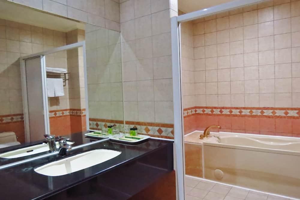 Elite Twin Room, 2 Single Beds, Bathtub - Bathroom