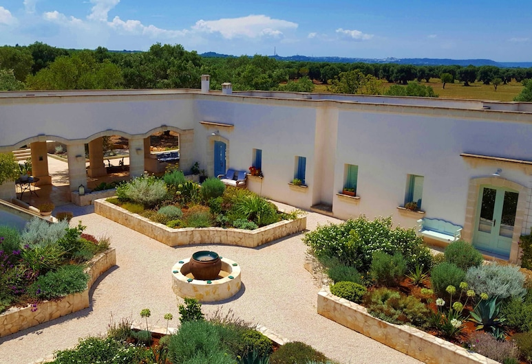 an old Olive Farm Offering Unique and Stylish Accommodation Full of Rustic Charm, Carovigno, Property Grounds