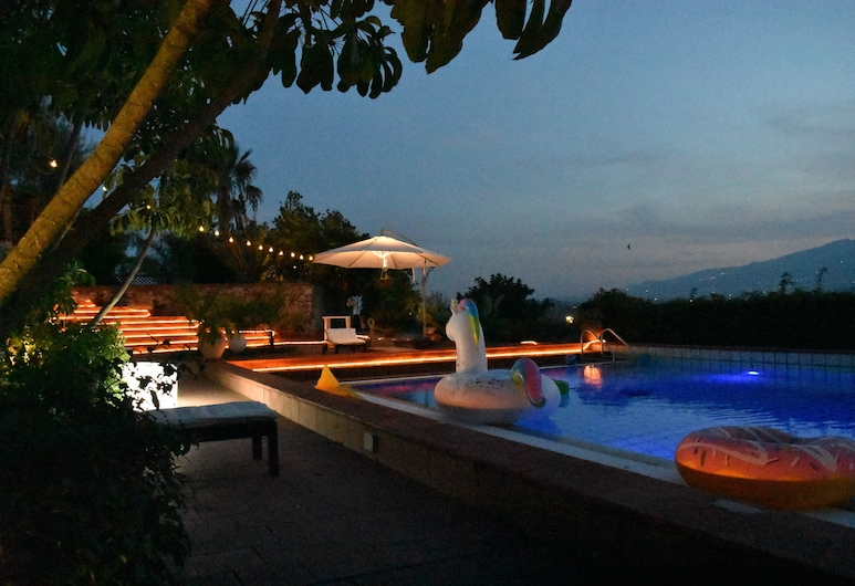 Stunning Villa With Private Pool and Garden, Taormina, Bazén