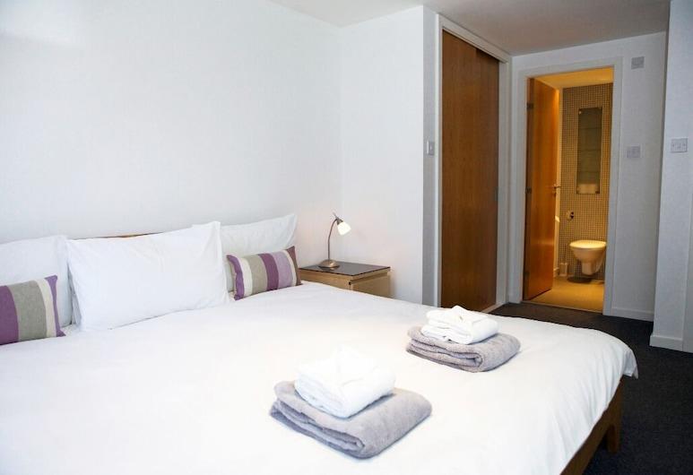 Smart 3 bedroomed flat with parking, Edinburgh, Apartment, Room