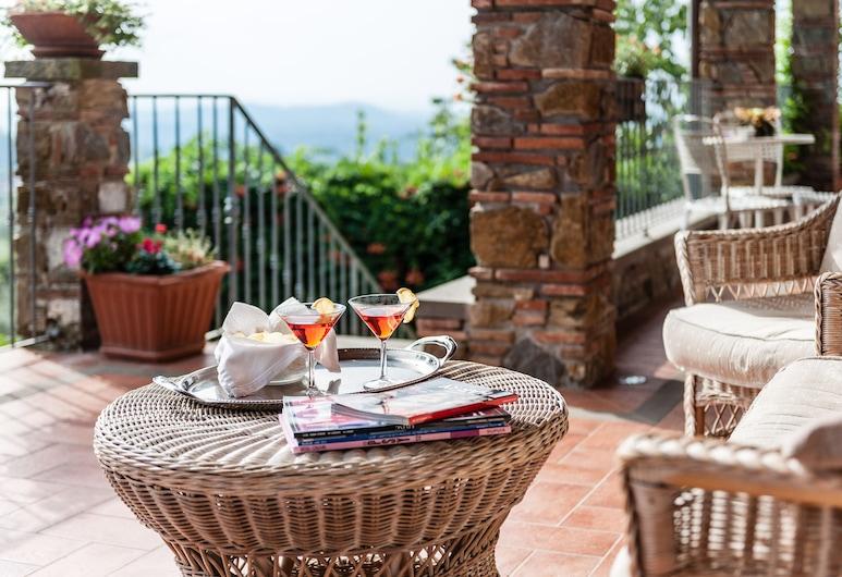 Villa Lory on the Lucca Hills, Capannori, Balcón