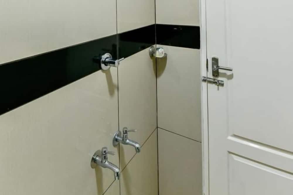 غرفة اقتصادية - الدش داخل الحمام