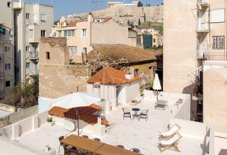 Acropolis Heights at the Foot of the Parthenon, أثينا