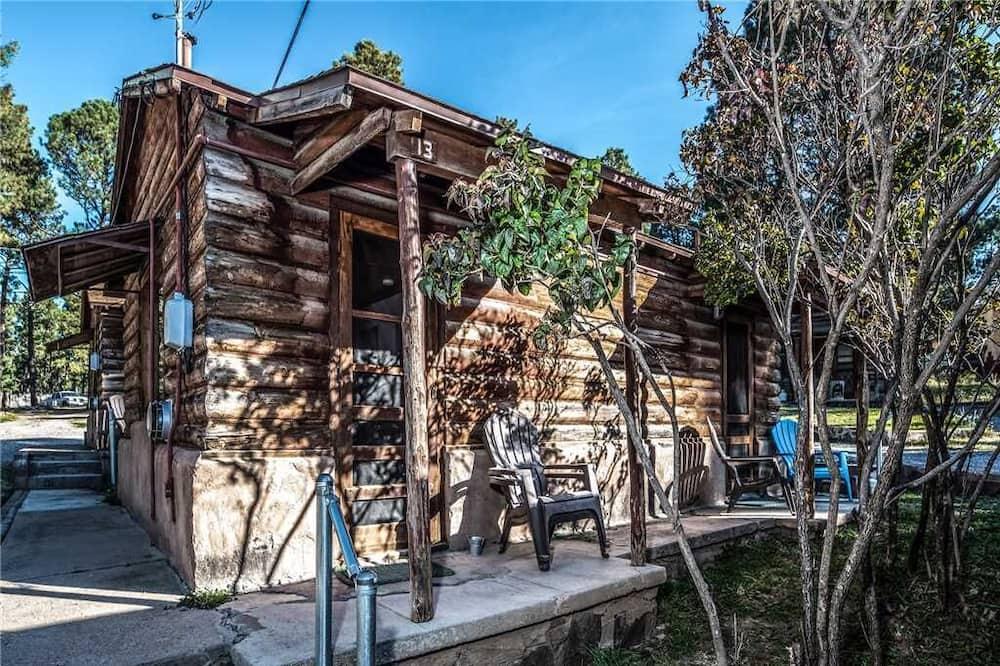 Apache Village Cabinette 13, Queen Bed, Midtown, Sleeps 2